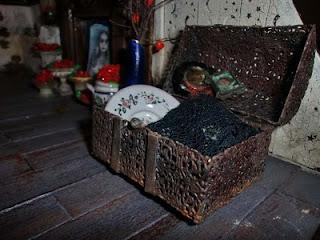 baúl oxidado en miniatura