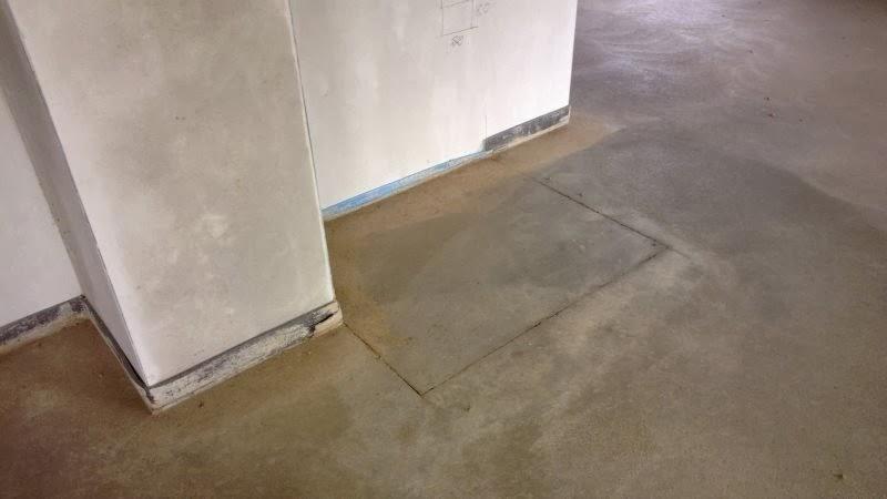 Dusche Bodengleich Gefliest : Dort wo der Kamin später stehen wird ...