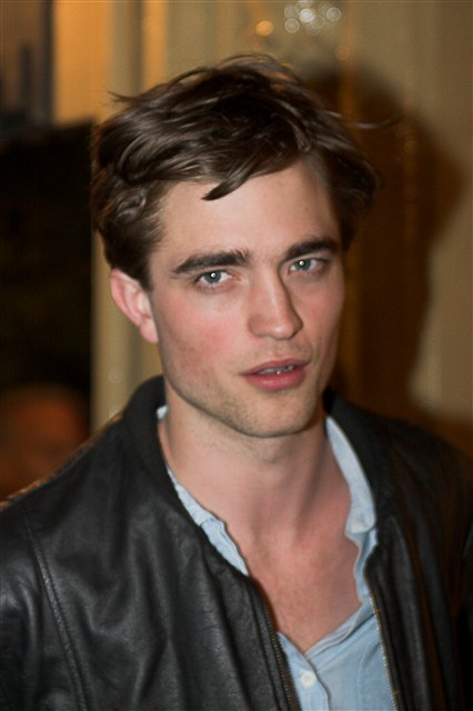 Robert Pattinson Along With Kristen Stewart To Marry Later This Season