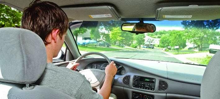 Δίπλωμα οδήγησης από τα 14! Η κοινοτική οδηγία που βάζει τους εφήβους στο τιμόνι