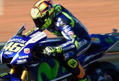 Hampir Seluruh pembalap Colek Rossi di Valencia