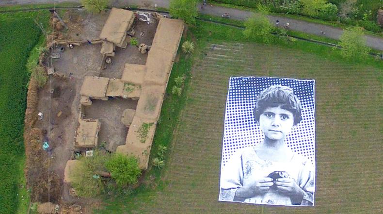 Gigante instalación en Pakistán enfrenta a operadores de Drones con el rostro de una víctima