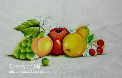 uvas verde-pessego-maça-pera e cerejas pintadas em tecido
