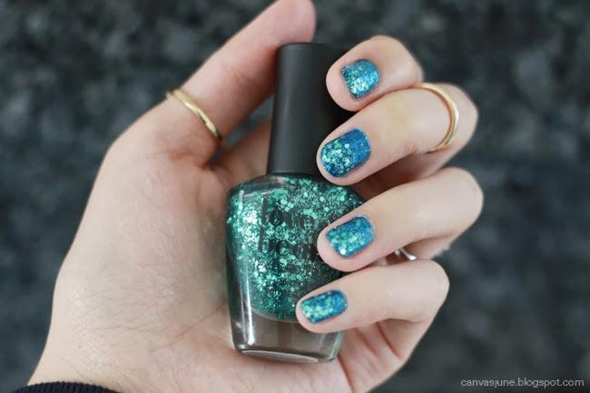nail art, forever 21 nail polish, blogger nail art, nail art design, glitter nails, transition color nails, blue nail polish, glitter nail polish, fashion blogger nail art, holiday nails, holiday nail colors