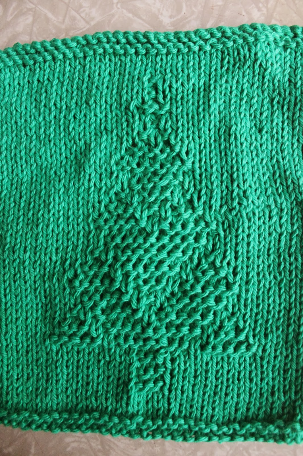 Everyday Life at Leisure: Weekly Dishcloth: Knitting the Christmas Tree Pattern