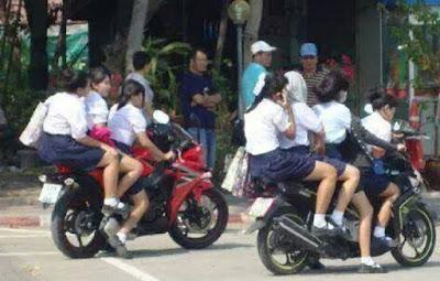 Anak SMP Bonceng empat