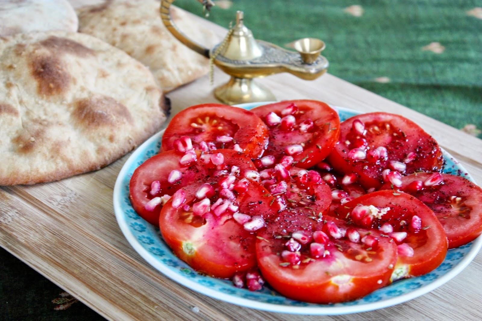 Tomatensalat mit Granatapfel Dressing