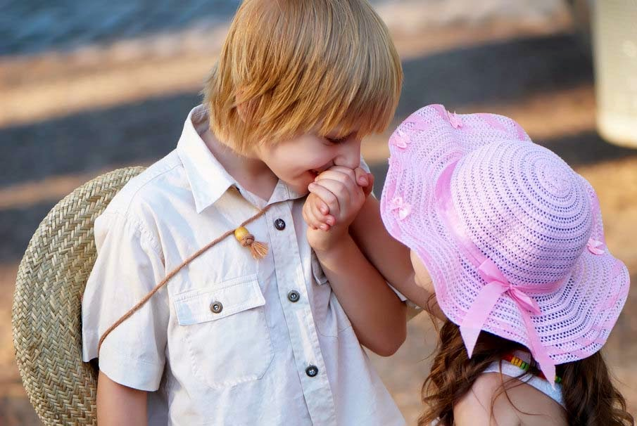 gentle-little-boy-girl-cute-kiss-love-romance-baby-pic