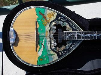 ΠΩΛΟΥΝΤΑΙ μουσικά όργανα (και το μπουζούκι του Ζαμπέτα)