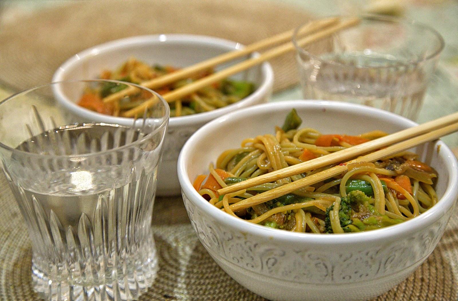 постная лапша по-китайски овощная с овощами спагетти