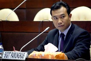 SIGIT PAMUNGKAS, S.I.P, M.A., Anggota Komisi Pemilihan Umum Republik Indonesia (KPU RI) periode 2012-2017