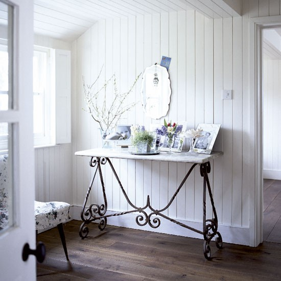 mix and chic home tour an all white shabby chic country cottage. Black Bedroom Furniture Sets. Home Design Ideas