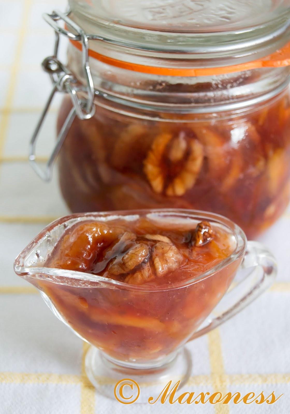 Персиковое варенье с грецким орехом