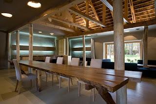"""Friendhouse"" Ecohotel en Ucrania, Materiales Naturales"