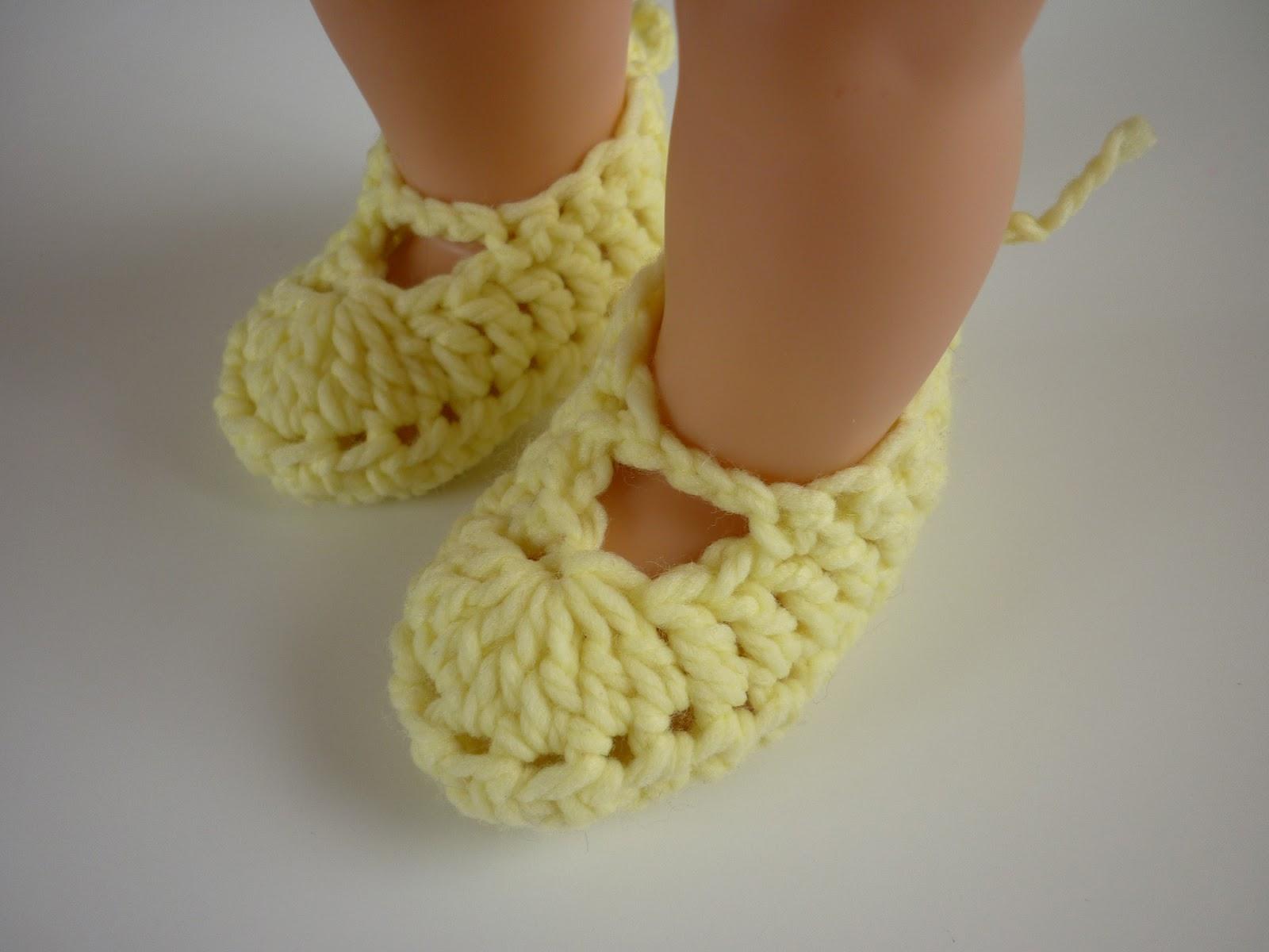 Baby Booties Crochet Pattern Dk Wool : Mamma That Makes: Atraya Booties - Free Crochet Pattern