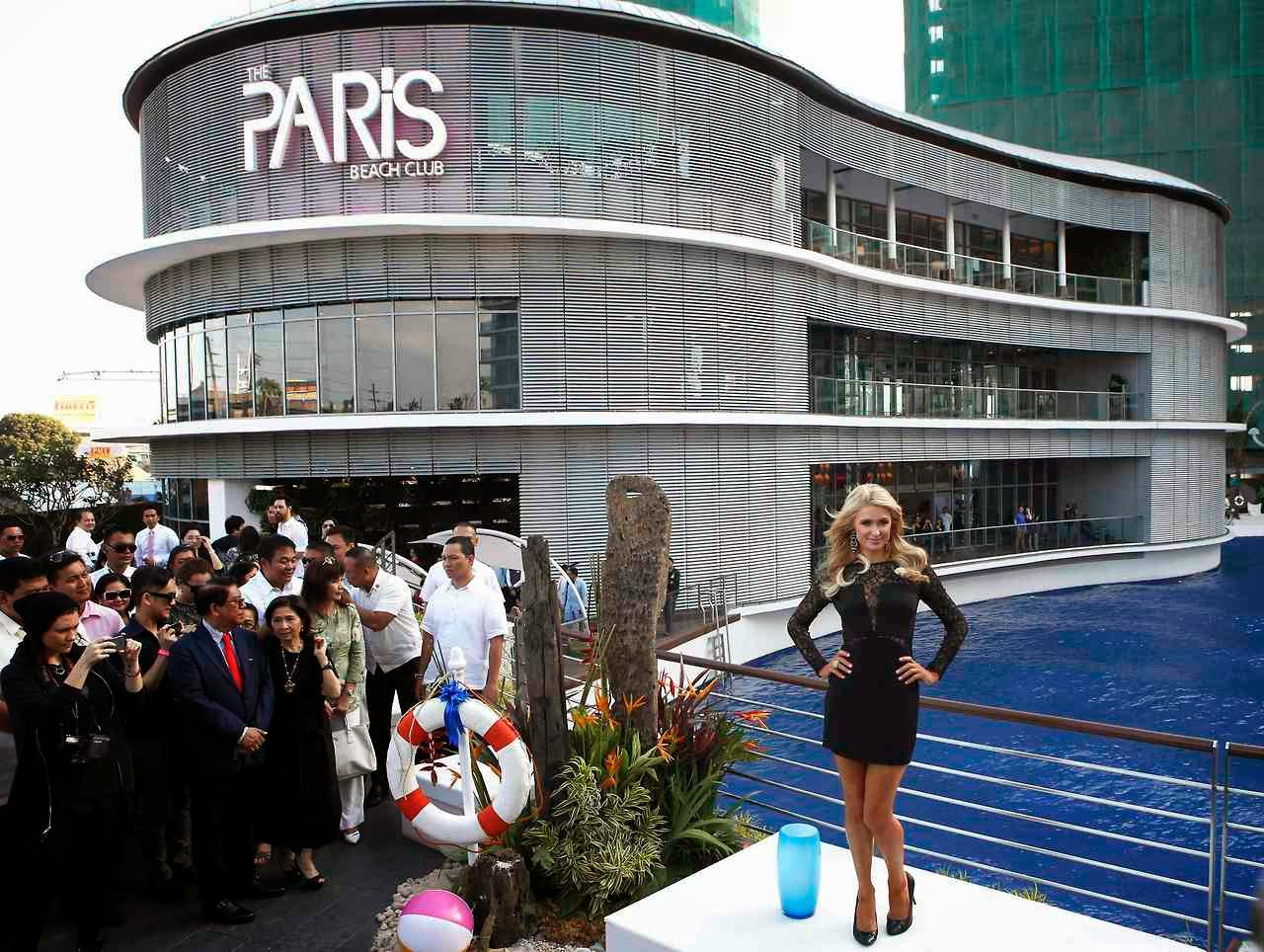 Paris-Hilton-at-Paris-Beach-Club