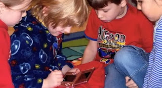 kids playing with a nintendo 3ds