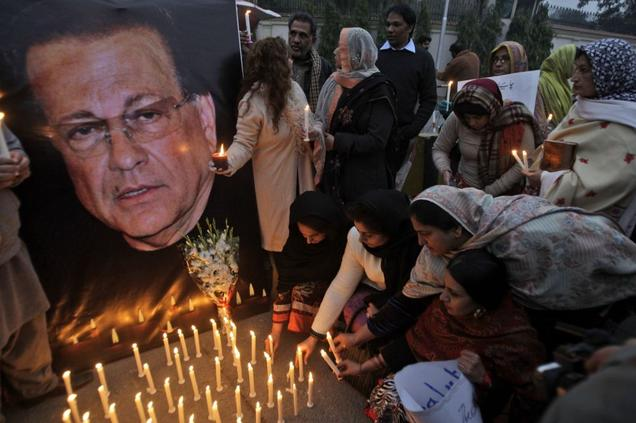 http://3.bp.blogspot.com/-50C2O1zCxR4/TwPsGVWd84I/AAAAAAAABO0/F55g37CCnts/s1600/Pakistanis+light+candles+in+commemoration+of+slain+governor+of+Punjab+Salman+Taseer+in+Lahore+on+Jan.+7%252C+2011.+Taseer+killed+bodyguard+commando+reportedly+decreeing+death+for+insulting+Islam..jpg