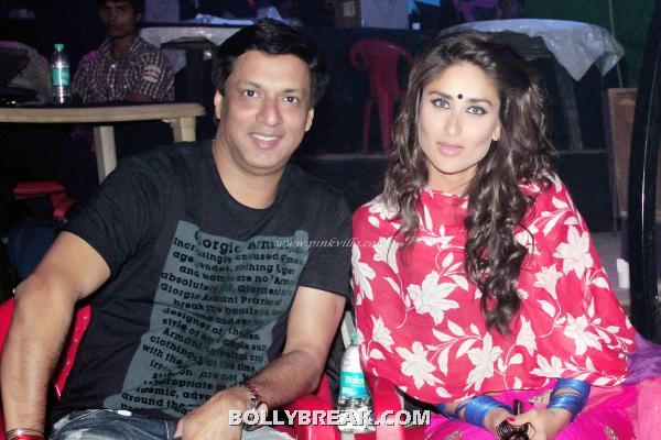 Kareena Kapoor in red blue suit sitting with Madhur bhandarkar - Kareena Kapoor on the sets Heroine Movie