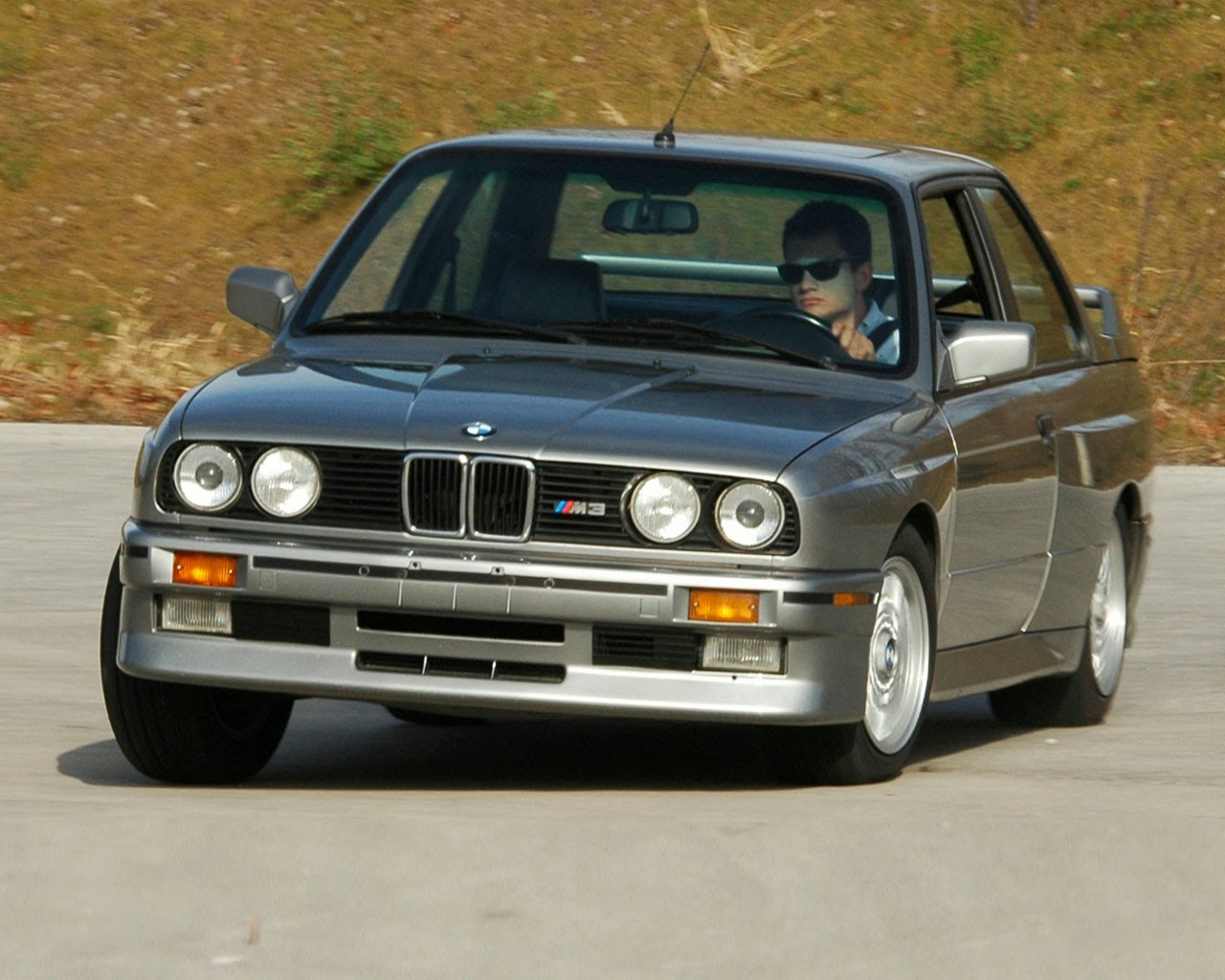 BMW e30 Review: 1987 BMW E30 M3