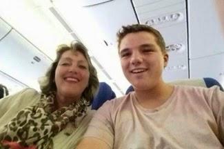 foto selfie Gary Slok dan ibunya