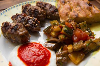Rezepte für Köfte mit Datteln und Pinienkernen