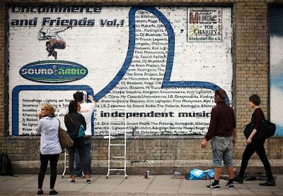 Charity CD auf Mauer gemalt - Bild