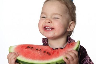 Manfaat buah semangka untuk anak-anak