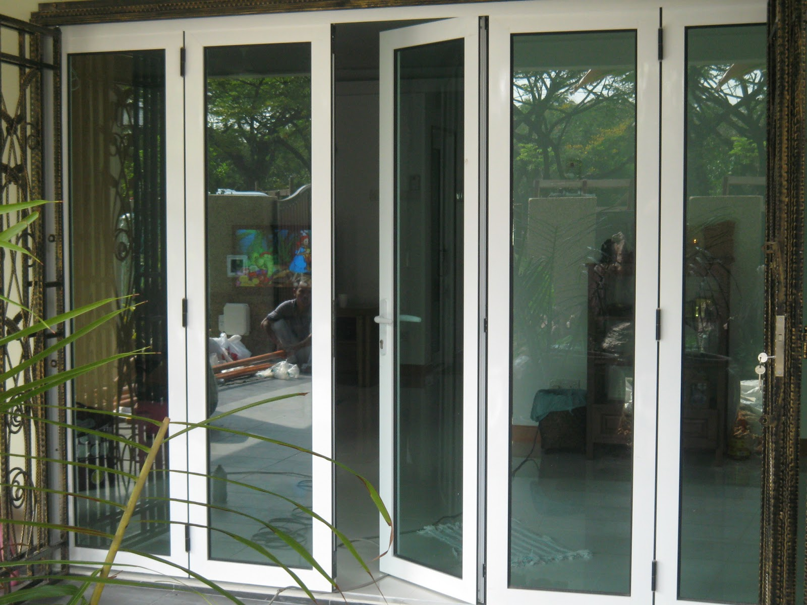 Glass door aluminium door tempered glass door for Glass door frame