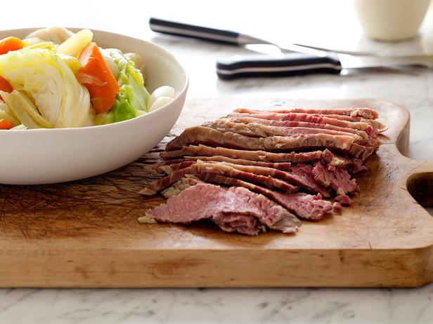 CC_tyler-florence-corned-beef-and-cabbage-recipe_s4x3_lg.jpg