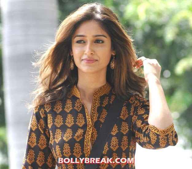 ileana looking cute - ileana Latest Cute Photos