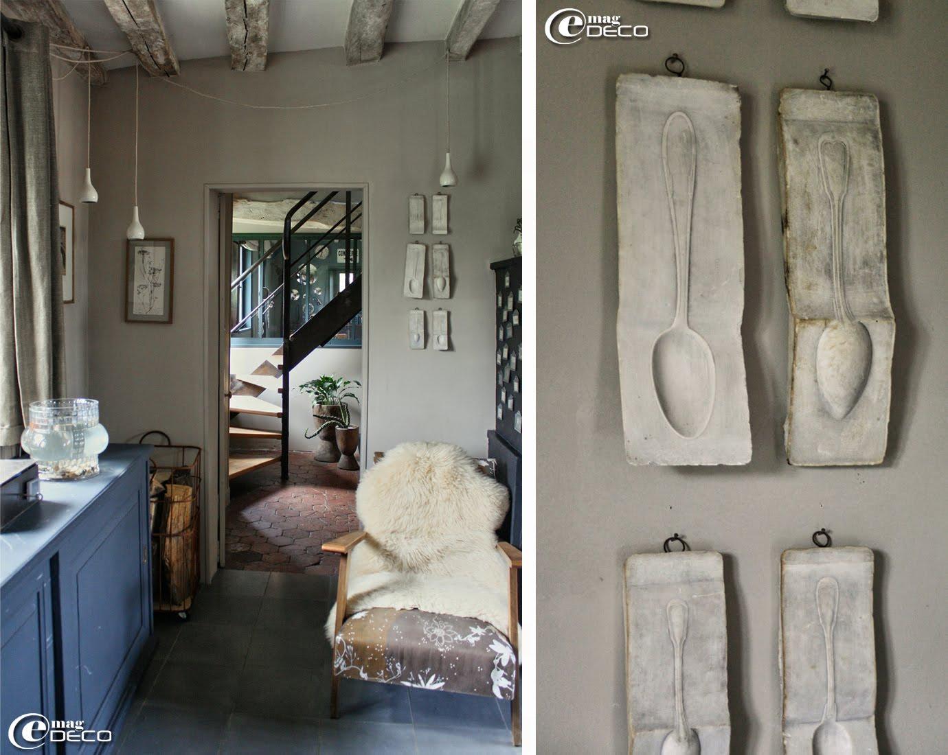 Collection de vieux moules en plâtre provenant d'une fabrique de couverts des années 1930