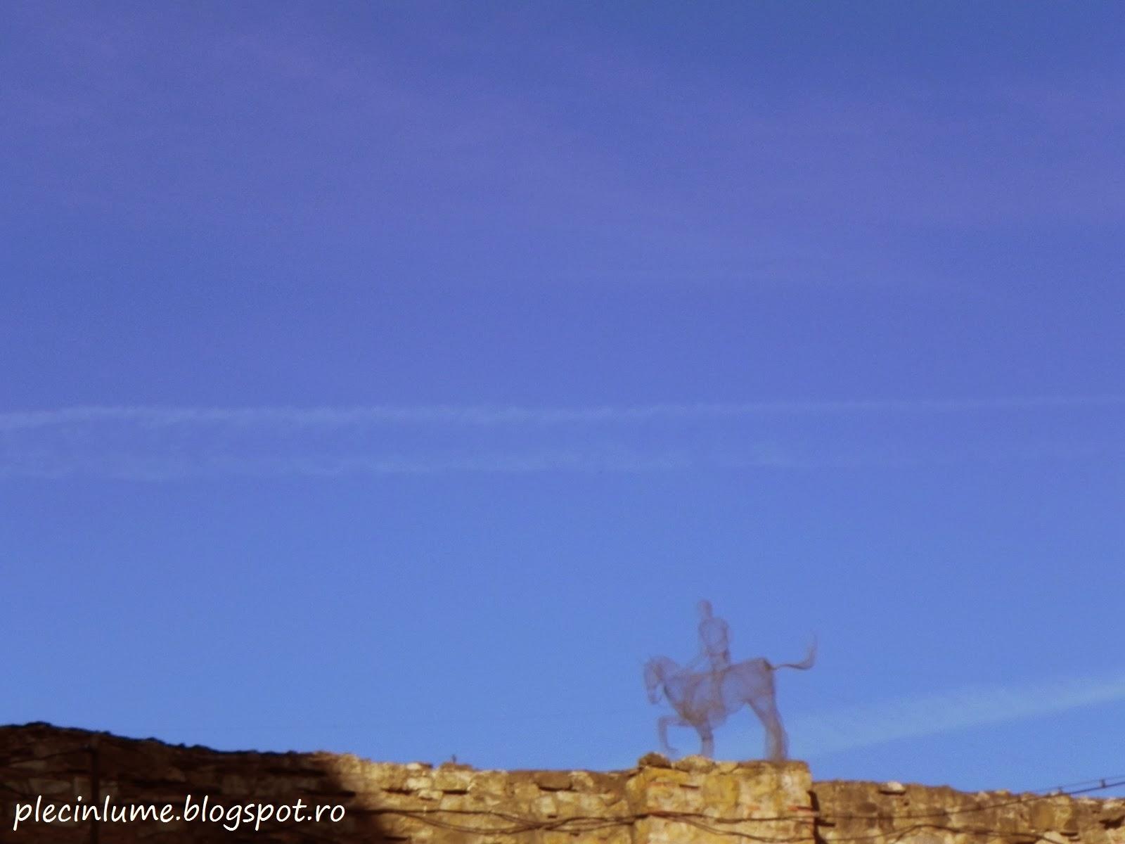 Calaret pe zidul cetatii