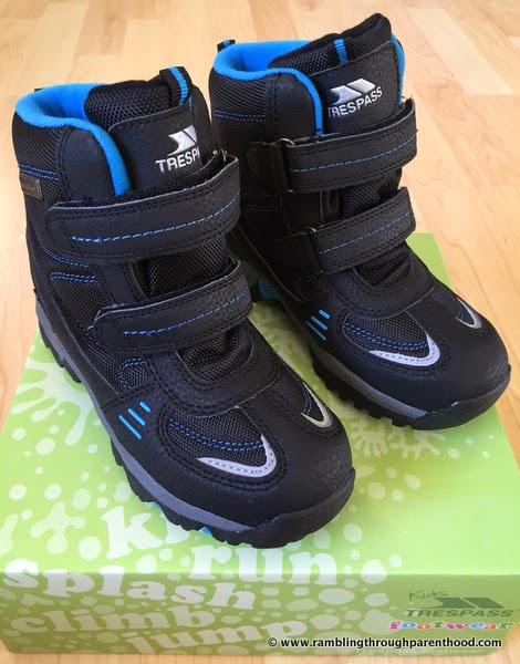 Giz Gaz walking boots by Trespass