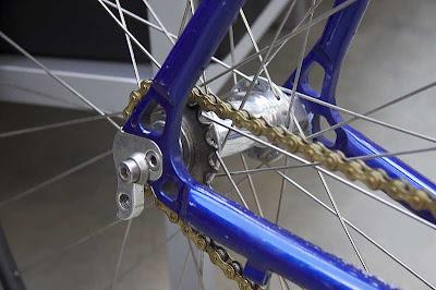 Desain Sepeda Fixie Sporty Putih Biru