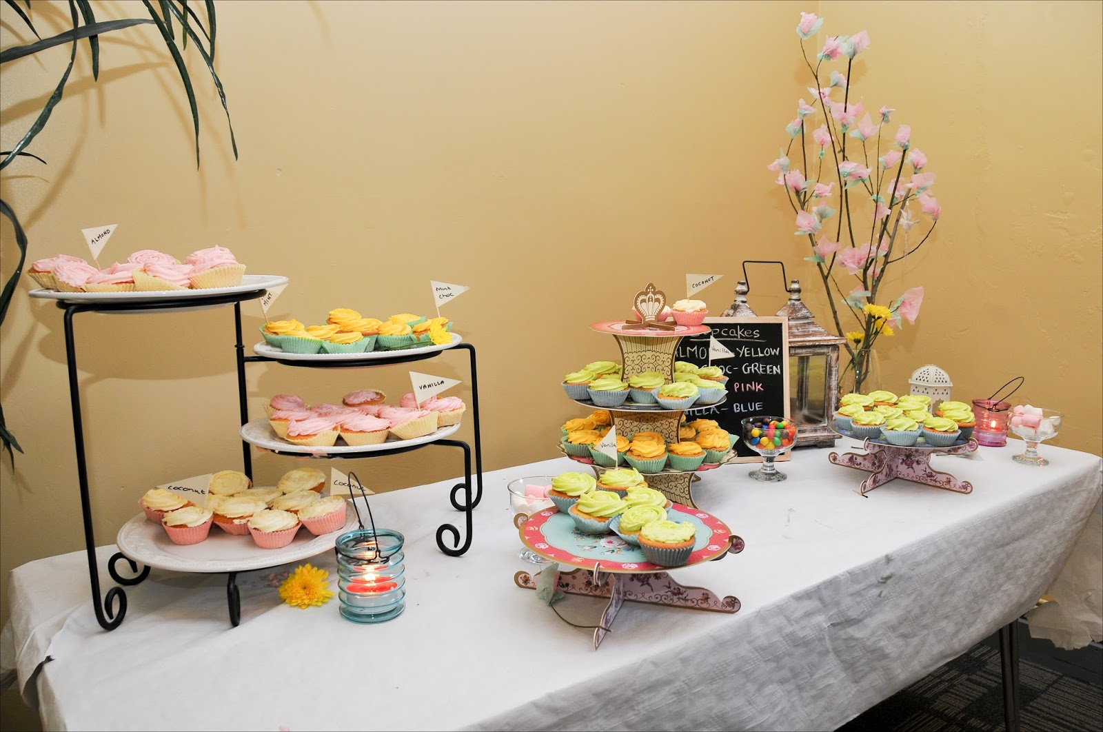 DIY WEDDING DESSERTS TABLE; CUPCAKE TABLE