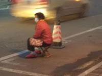Anak Durhaka, Suruh Orangtua Duduk Jaga Tempat Parkir