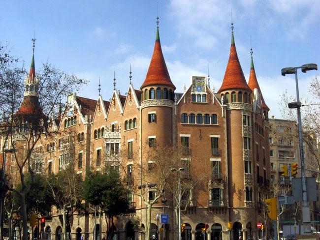 Viajar a barcelona casa de les punxes - Casa de las punxes ...