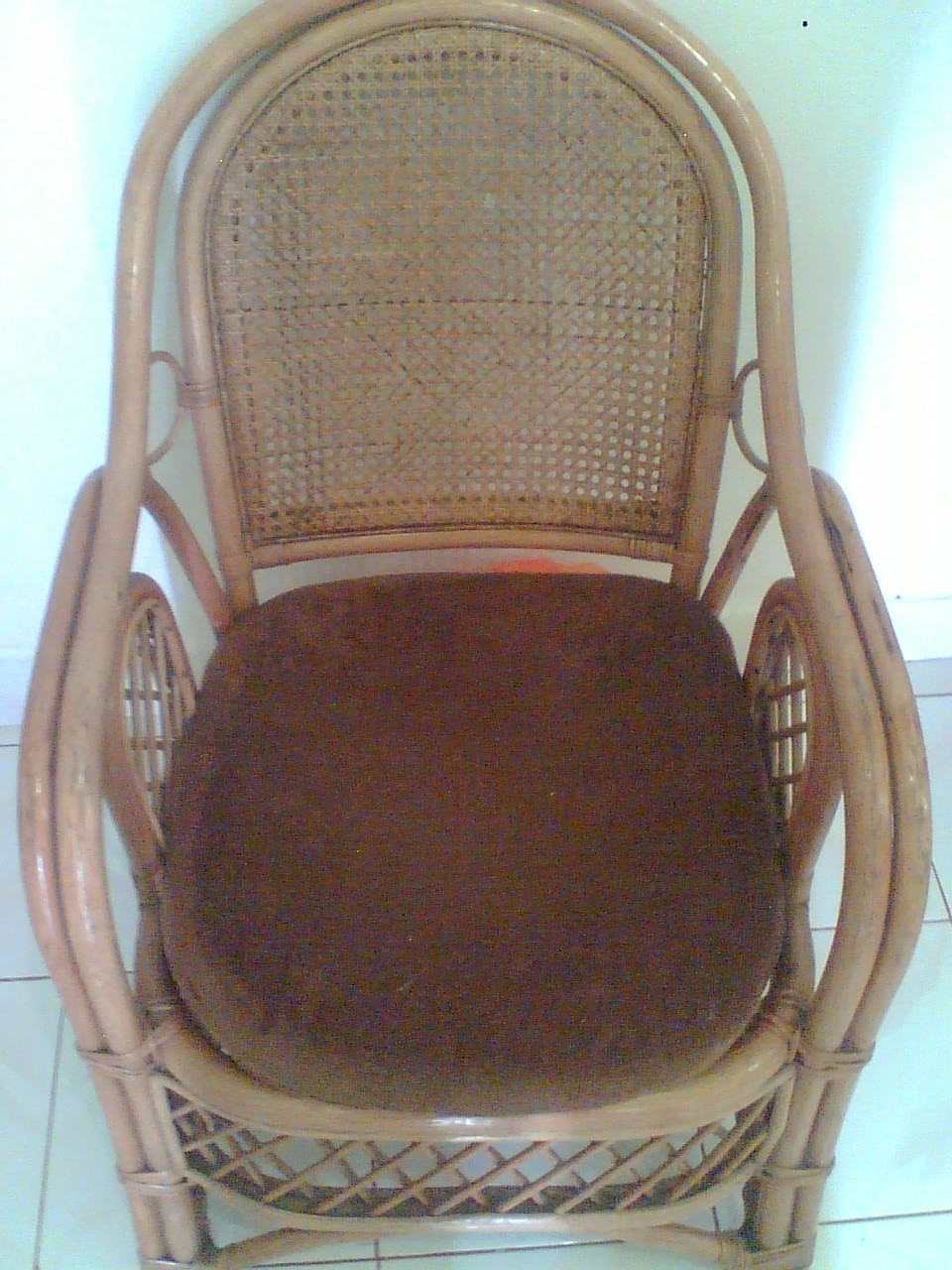 kursi rotan dari sumatera dengan bantalannya