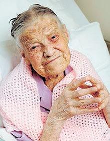 Clara Meadmore, Nenek Perawan