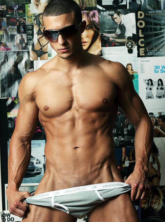 http://3.bp.blogspot.com/-534xrj-tR-4/TdPEGNPnYkI/AAAAAAAAAvI/AWQd3fRMYpo/s1600/shirtlesslovers021+%252843%2529.jpg