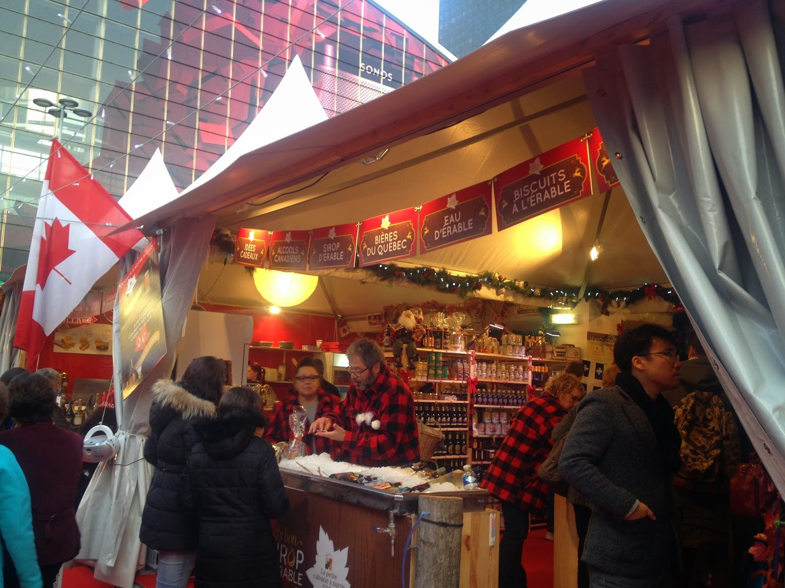 Canada stand at the Marché de Noël de La Défense