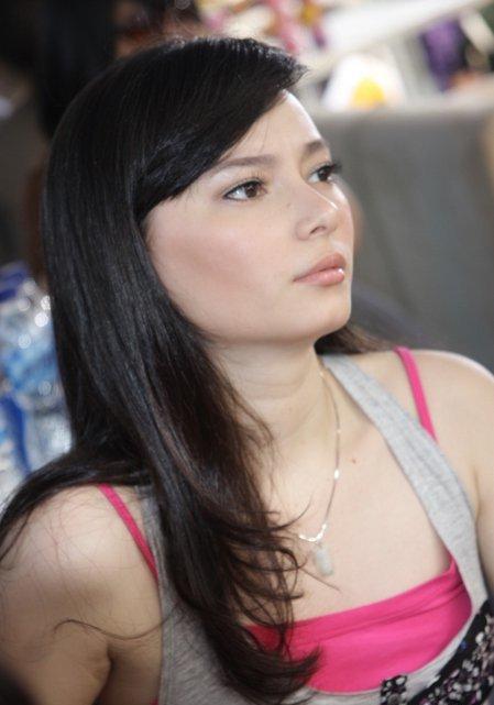 http://3.bp.blogspot.com/-53Ke2vH0m5I/Tir-JUwr5WI/AAAAAAAAA-A/e6f5jGpNlsc/s1600/asmirandah-seksi.jpg