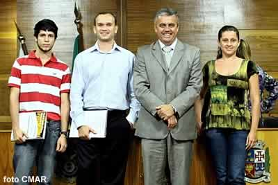 """""""Grupo de 3"""" novos concursados contratados na CMAR"""