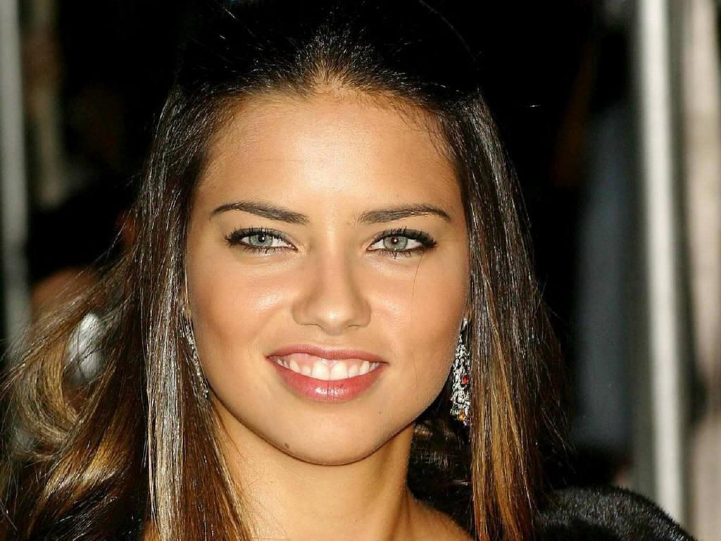 http://3.bp.blogspot.com/-544eRyI2cKQ/TqMRr8_mwYI/AAAAAAAAcyM/0xS3-X6-u5Y/s1600/Adriana_Lima_Photo5.jpg
