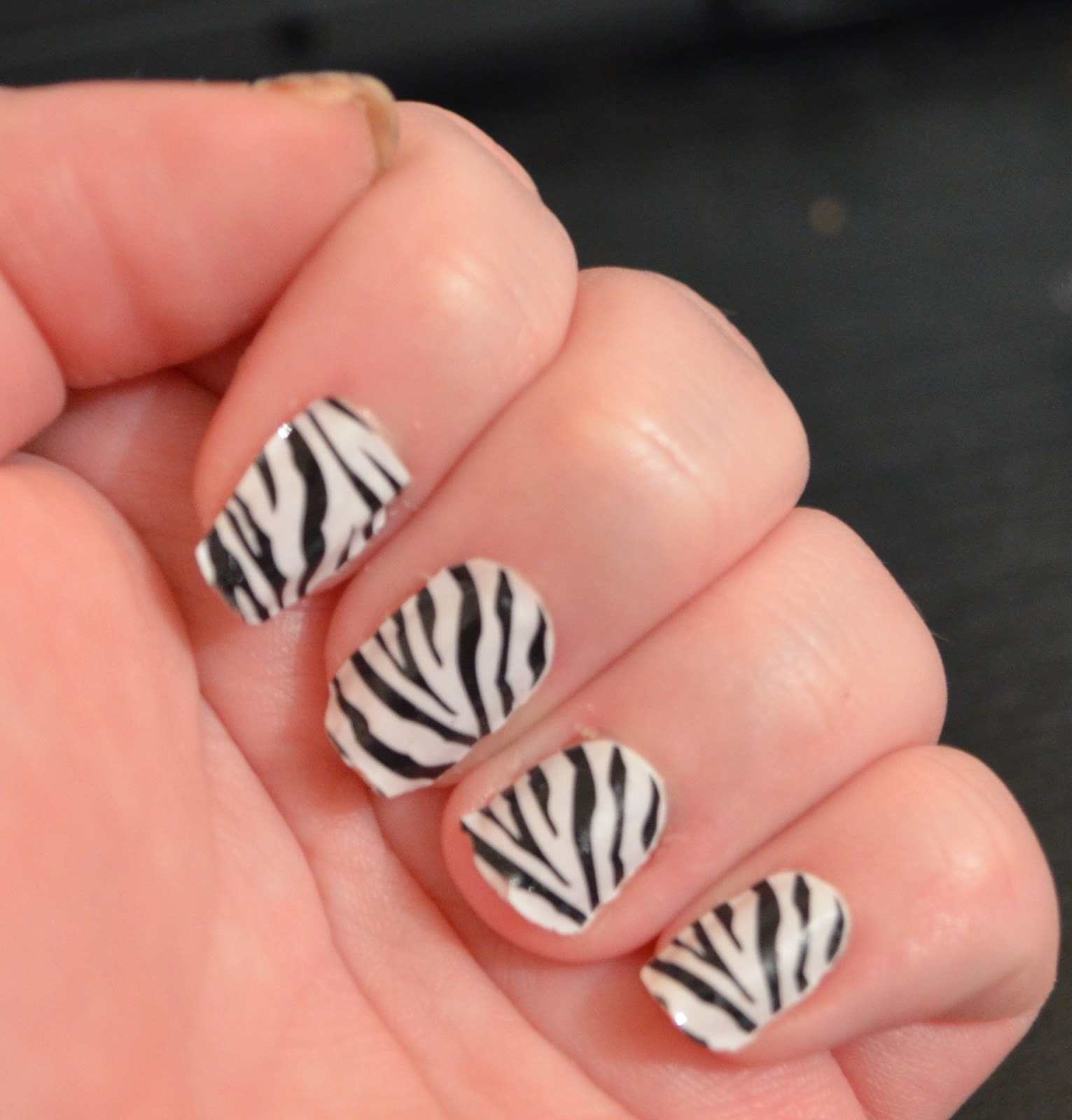 Miss Sporty nail patches zebra print