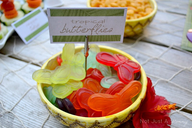 Aloha To Summer Party kids table gummi butterflies