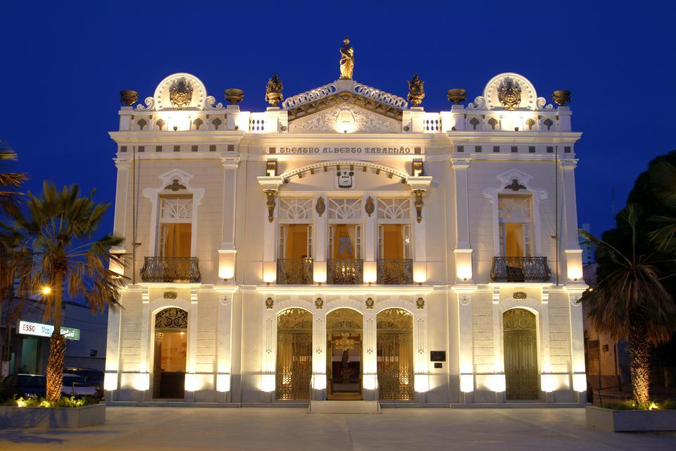 Click na foto e veja a programação do Teatro Alberto Maranhão: