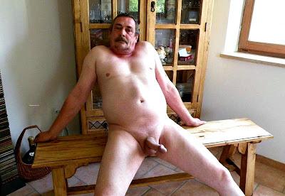 kalkık sik - penis daddy - bıyıklı adam - nude gay cock