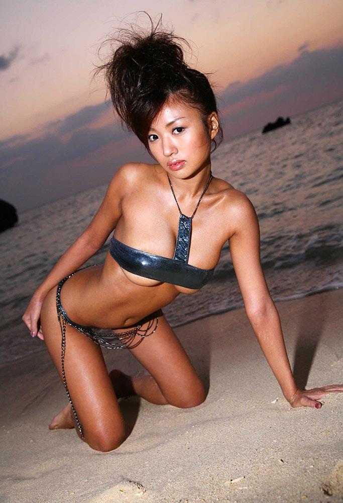 kana tsugihara daring sexy bikini photos 04